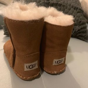 Toddler UGG size 4/5. Only wore once , like new !